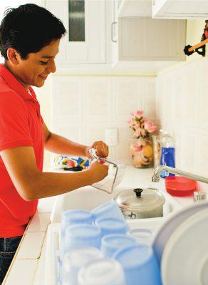 young-man-washing-dishes-mexico-605596-wallpaper