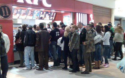 la coadă la KFC